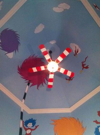 sky-mural-seuss-004_0